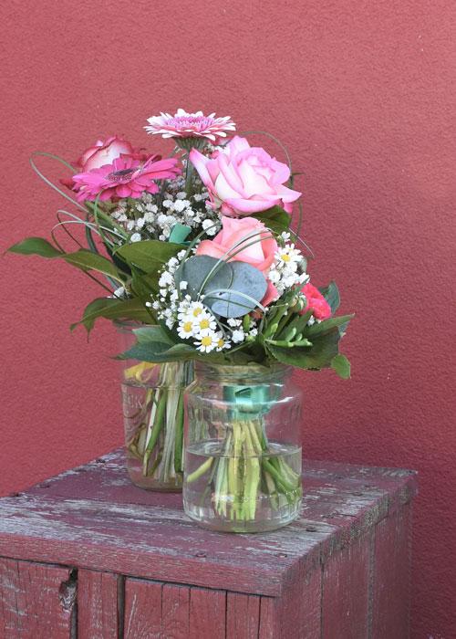 Blumensträuße mit rosa Rosen