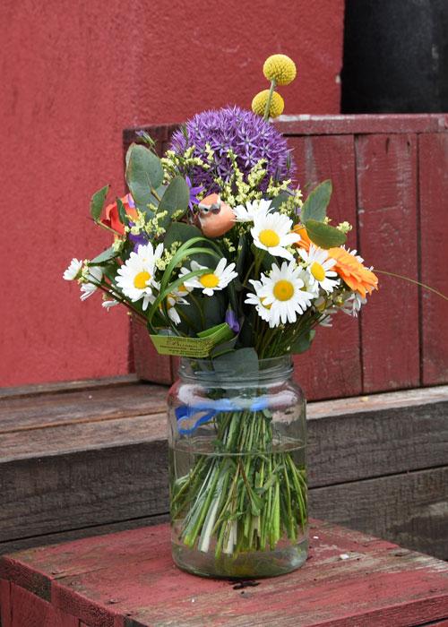 Blumenstrauß mit Liebe gebunden